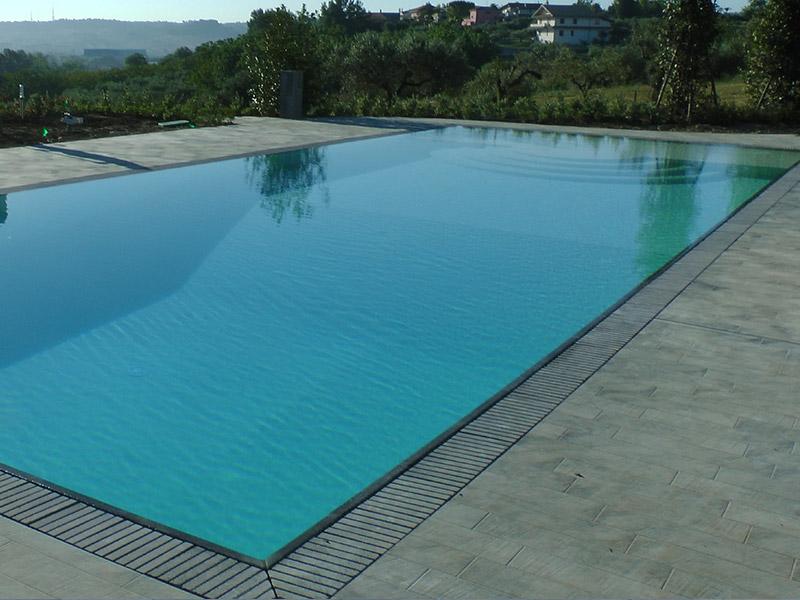 Progettazione e installazione piscine bordo sfioro e skimmer - Piscina skimmer ...